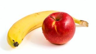 リンゴとバナナの写真│チロシンはチーズのほか、リンゴやバナナにも含有されている