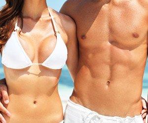 水着姿の男女の写真│ミドリムシ(ユーグレナ)に含まれるアルギニンは筋肉の身を鍛える栄養補給剤の主成分として知られる