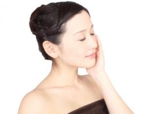 肌の美しい女性の写真│ミドリムシ(ユーグレナ)に含まれるパルミトレイン酸は皮膚の老化を防ぐなど美容効果が期待できます