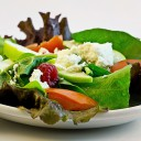 野菜サラダの写真│ミネラルは体内で合成されることは出来ないので、毎日の食事などからとる必要があります
