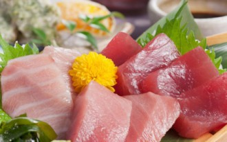 新鮮な刺身の写真│パルミトレイン酸は肉や鶏肉などの肉類と アユやアンコウといった魚類に多く含まれる