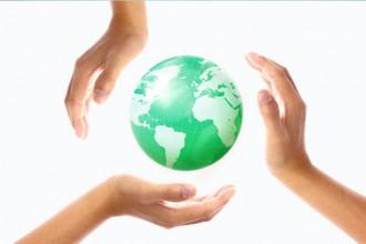 地球と手│世界中で大注目のユーグレナとは?