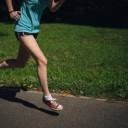 ランニングする女性の画像│スーパー健康ホルモン「アディポネクチン」の効果とは?