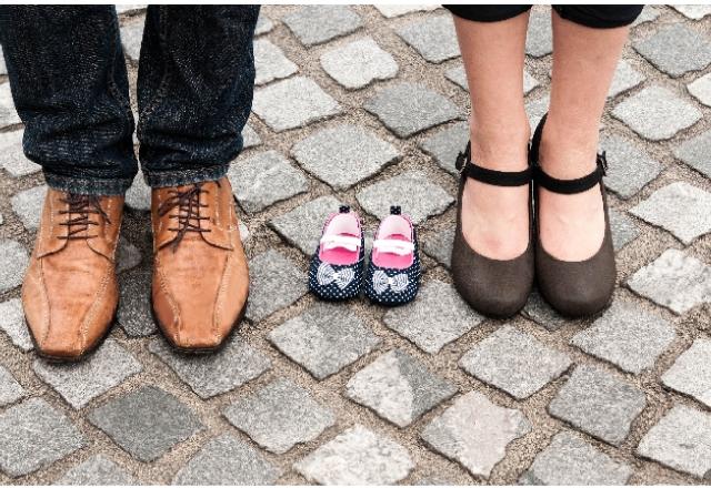 男性と女性、子どもの靴の画像