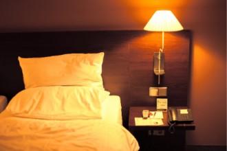 ベッドの写真│人間にとってなぜ睡眠は不可欠なのか ?