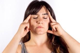 """集中力を高める女性の画像│記憶力、集中力を高め""""赤いビタミン""""と呼ばれるビタミンB12とは?"""