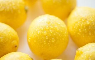 フレッシュなレモンの画像│実は黄色ではないビタミンCとは?